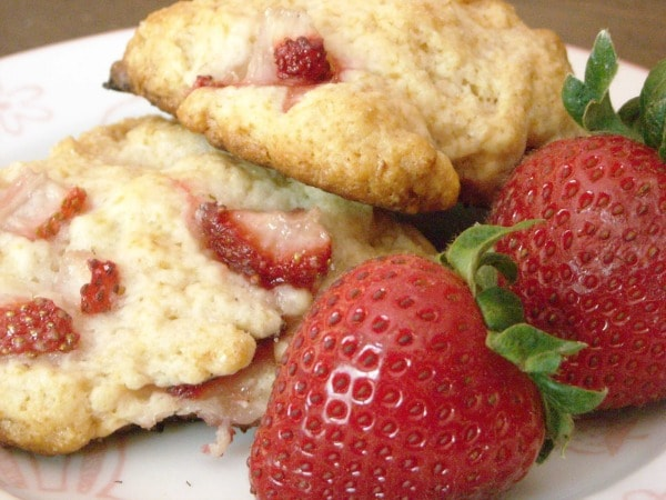 These strawberry shortcake cookies are the perfect summertime treat in portable form. Packed full of summer strawberries and topped with crunchy sugar.