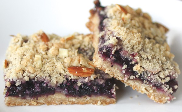 These blueberry crumb bars are packed full of fruity flavor and topped with a crumbly oat and nutty almond topping. Super simple to make and totally delicious.