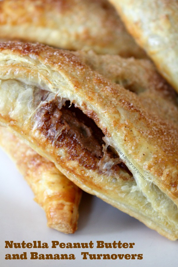 These super simple Nutella peanut butter and banana turnovers are the perfect weekday dessert. From start to finish ready in just 25 minutes. Hello dessert!