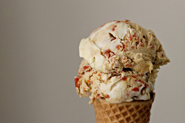 This carrot cake ice cream gives you all the taste of cake packed in a delicious sweet frozen treat. Get into the kitchen and make this right away!