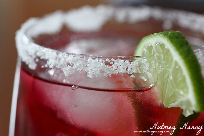 This pomegranate margarita is the perfect way to cheers the holiday season. Filled with pomegranate juice, tequila and orange liqueur. So tasty and oh so easy to make!
