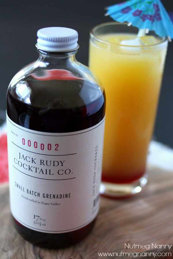 This sunrise gin and juice cocktail is just what your morning needs! Full of orange juice, gin and a splash of grenadine. It's going to be your new brunch favorite!