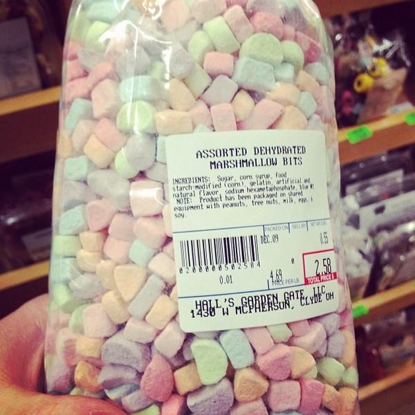 Lucky Charms Marshmallows via Nutmeg Nanny