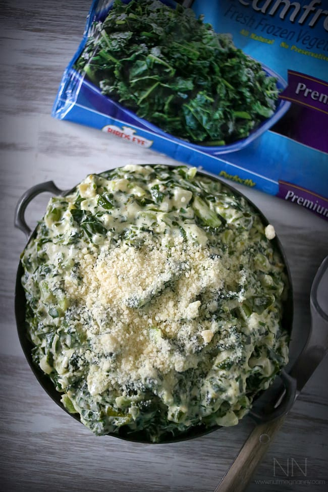 This totally simple creamed kale is the perfect Thanksgiving side dish. Full of healthy kale, cream cheese and a sprinkling of Parmesan cheese. Hello delicious!