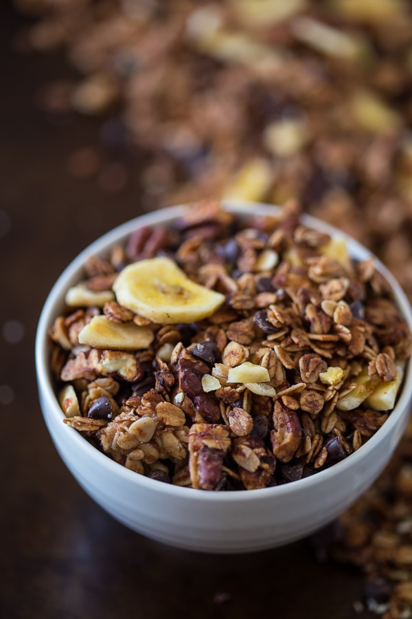 This banana bread granola is packed full of gluten free oats, mashed bananas, banana chips, mini dark chocolate chips and lots of cinnamon spice. Plus it taste just like fresh baked banana bread!