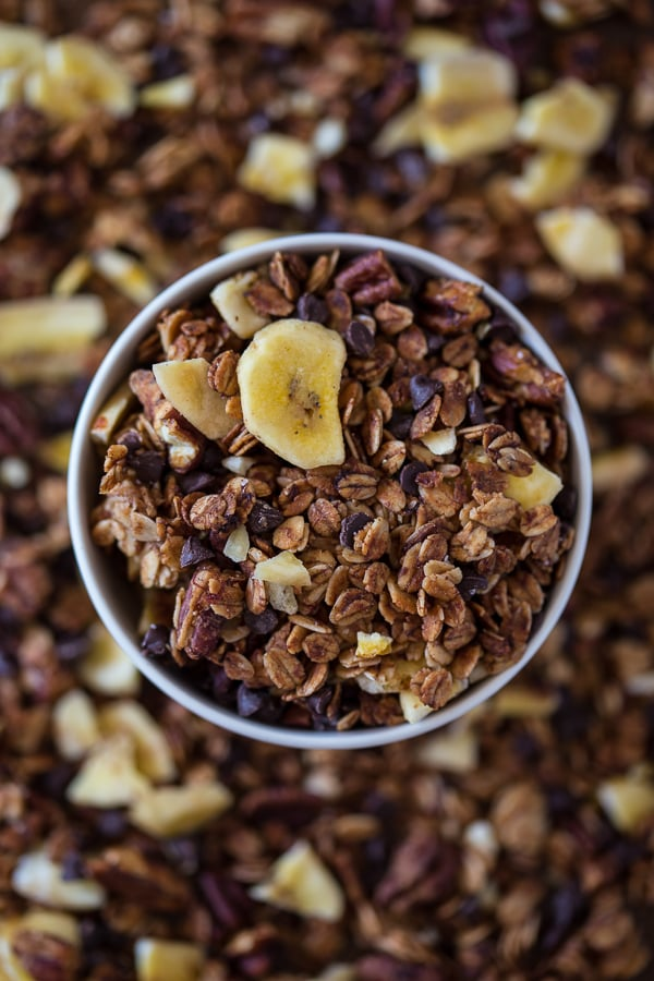 This banana bread granola is packed full of gluten free oats, mashed bananas, banana chips, dark chocolate chips and lots of cinnamon spice. Plus it taste just like fresh baked spiced banana bread!