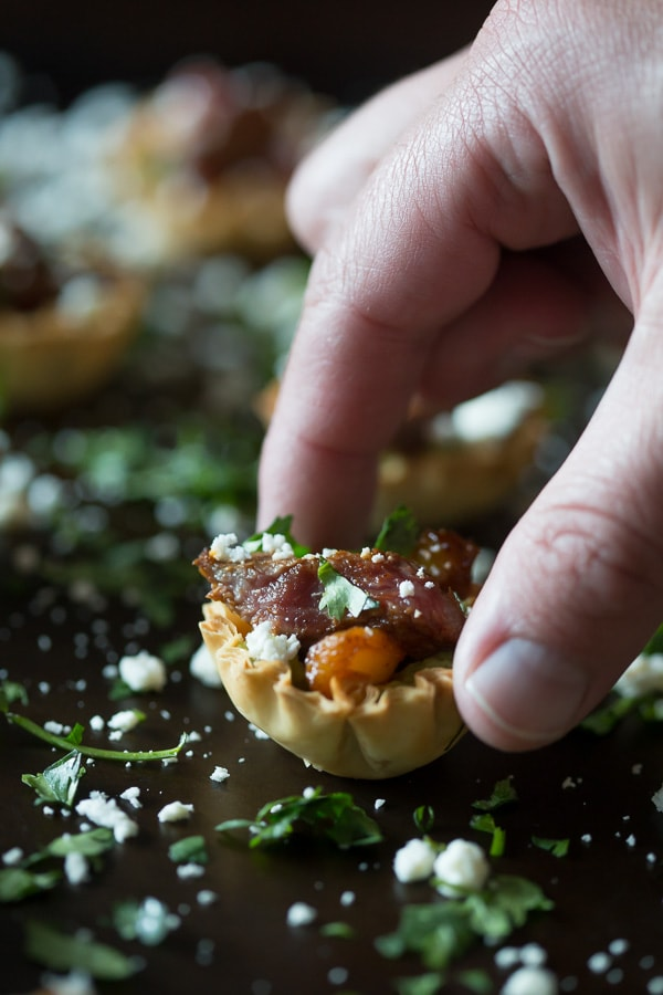 These mini steak fajita phyllo bites are the perfection combination of guacamole, peppers, steak, cheese and cilantro all in one mini phyllo cup bite.