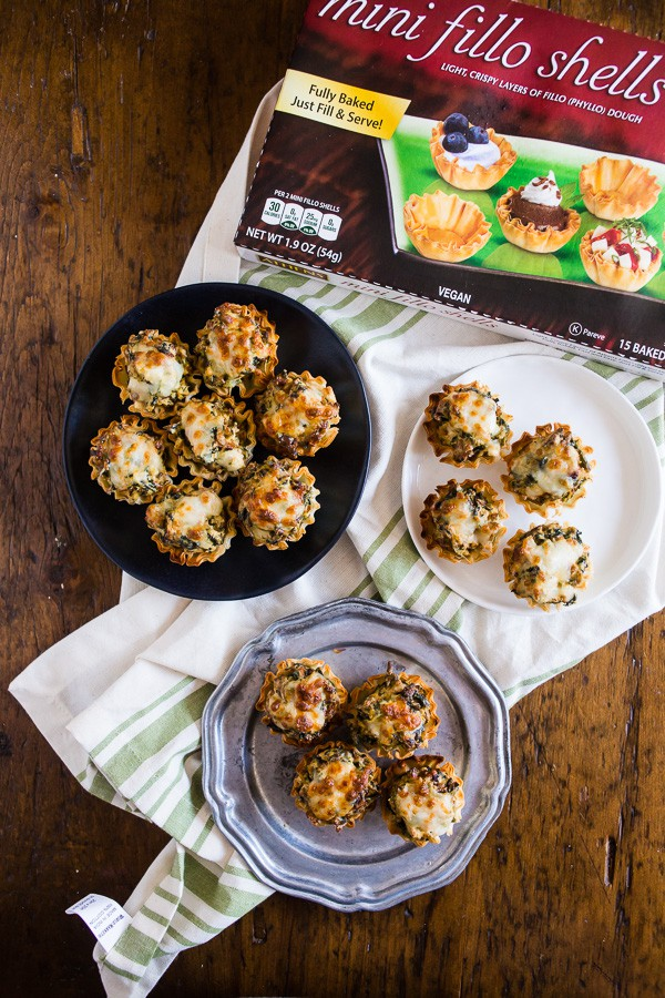 These sausage spinach mushroom phyllo bites are the perfect football snack! Just throw the ingredients into a skillet, warm it through, fill up the mini fillo shells and BOOM it's snack time! You'll LOVE these flavorful little bites.