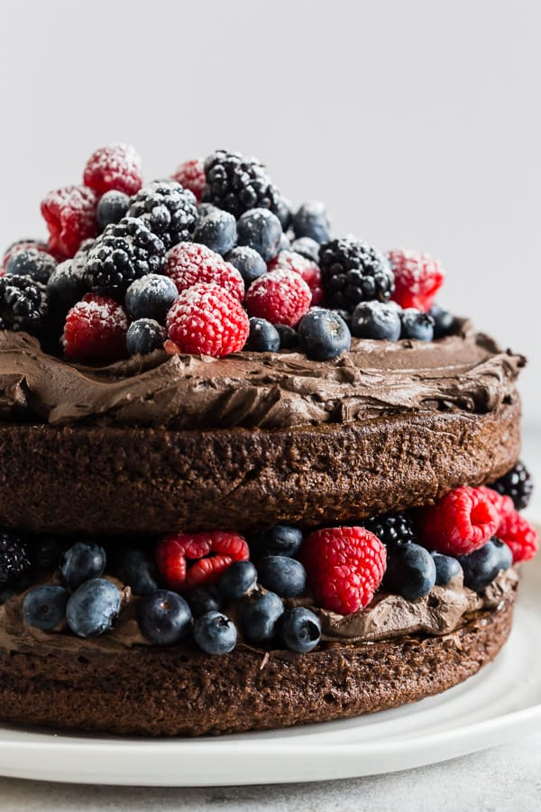 This espresso dark chocolate mascarpone frosting is the perfect addition to your favorite chocolate cake, brownies or even cookies. Super rich and fudgy with the perfect hint of espresso flavor. If you're looking for your new favorite frosting you need to give this recipe a try!